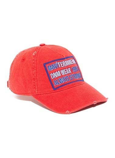 Mavi Şapka Kırmızı